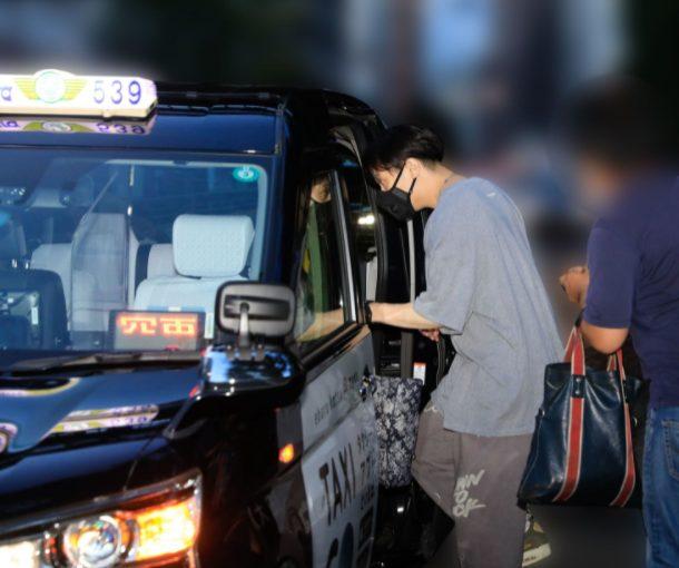 鈴木達央のタクシー乗車画像